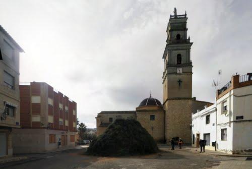 Tradicional Hoguera de San Antón en Caudete de las Fuentes (Valencia)